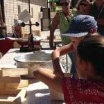 Atelier Fabrication de feuilles de papier tout public, avec un espace documentaire sur l'histoire du papier.